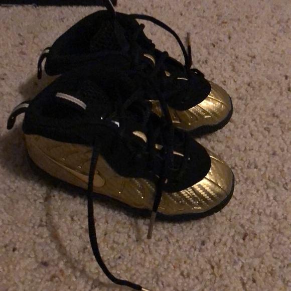 465c06d20f8be Toddler metallic gold and black nike foam posite. M 5c468b3012cd4a495125dcf4